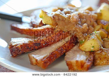 Sliced Roast Pork Crackling