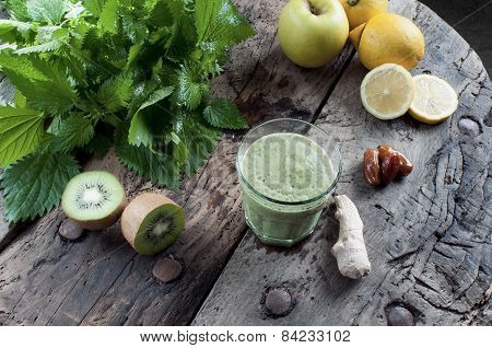 Shake Nettles With Kiwi And Apples
