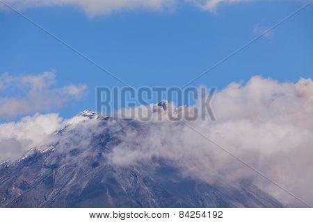 Tungurahua volcano day explosion