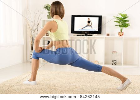 Pretty Woman Exercise In Front Of Tv