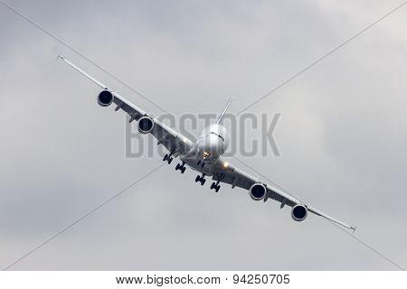 Airbus A380 Landing