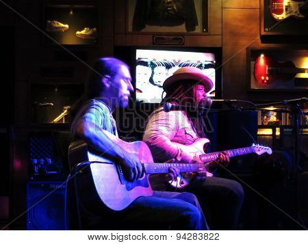 Reggae Artist Keith Batlin Jams At The Hard Rock Cafe