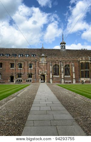 CAMBRIDGE, ENGLAND - MAY 13: Surface Level View of Walk Way Leading Through Archway in Second Court of St Johns College, University of Cambridge, England on May 13, 2015