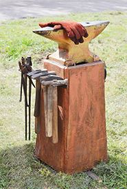 pic of anvil  - a blacksmith anvil on the green lawn - JPG