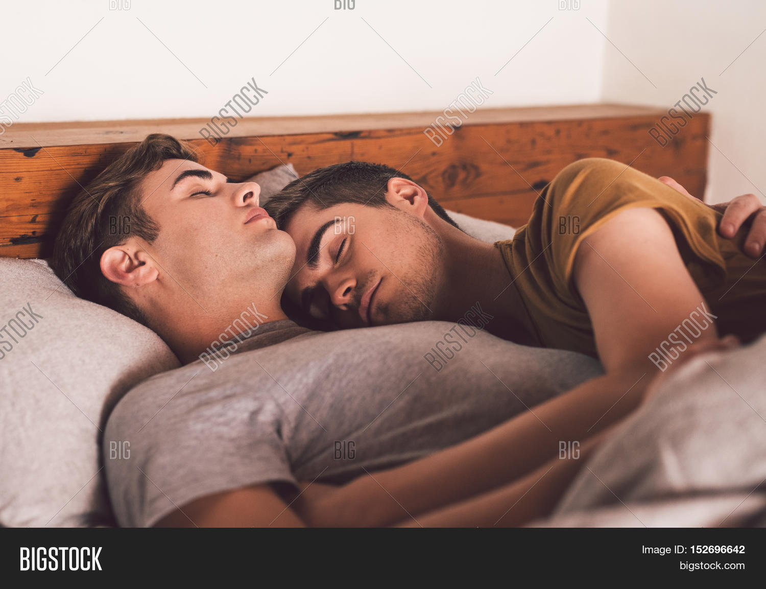 Couple Of Teen Twink Lovers Messing On The Bed
