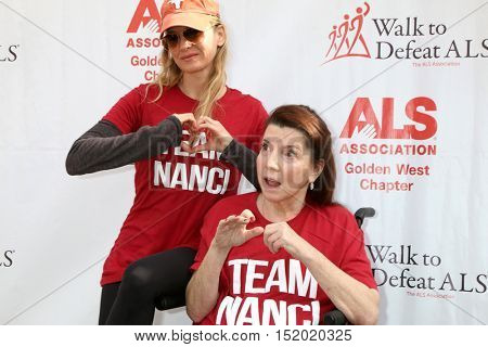 LOS ANGELES - OCT 16:  Renee Zellweger, Nanci Ryder at the ALS Association Golden West Chapter Los Angeles County Walk To Defeat ALS at the Exposition Park on October 16, 2016 in Los Angeles, CA
