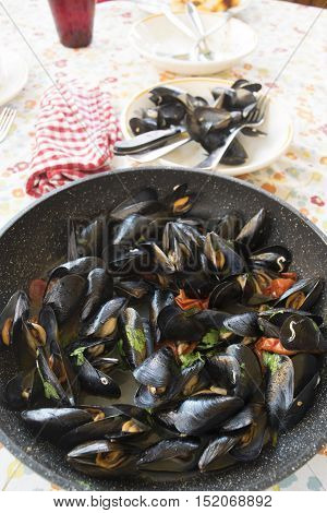 impepata of mussels Neapolitan dish consisting of mussels cooked with tomatoes and seasoned with pepper