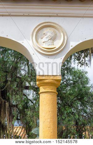 Face of Simon Bolivar over a column in Villa de Leyva Colombia