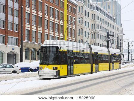 Tranvía amarillo en Berlín