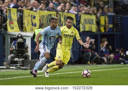 VILLARREAL, SPAIN - OCTOBER 16th: (L) Bongonda with ball during La Liga soccer match between Villarreal CF and R.C. Celta de Vigo at El Madrigal Stadium on October 16, 2016 in Villarreal, Spain
