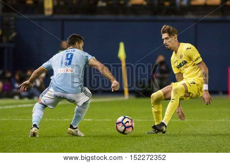 VILLARREAL, SPAIN - OCTOBER 16th: (L) Jonny, Castillejo during La Liga soccer match between Villarreal CF and R.C. Celta de Vigo at El Madrigal Stadium on October 16, 2016 in Villarreal, Spain