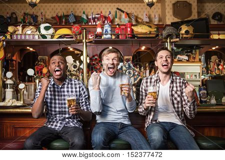 Expression fans with beer in pub