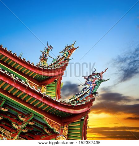 Chinese ancient buildings of the temple roof color sculpture: Dragon.