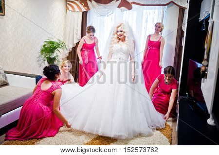 Pretty Blonde Bride With Four Magic Bridesmaids Having Fun At Room