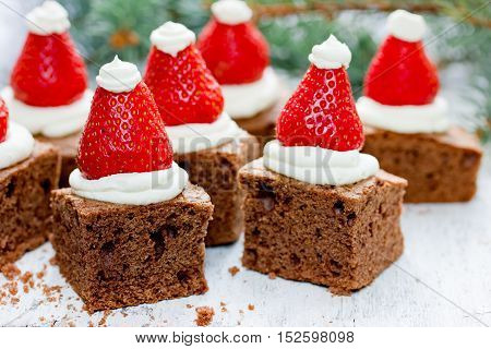 Yummy Christmas dessert idea: Santa hat brownies
