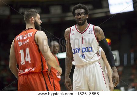 VALENCIA, SPAIN - OCTOBER 19th: (R) Amare Stoudemire during Eurocup match between Valencia Basket and Hapoel Bank Yahav Jerusalem at Fonteta Stadium on October 19, 2016 in Valencia, Spain