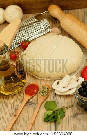 Ingredients for preparing a vegetarian pizza