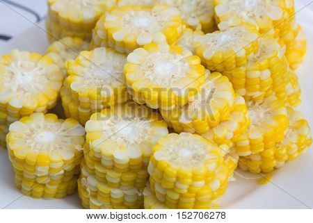 corn on the cob cutaway slice on dish for teste