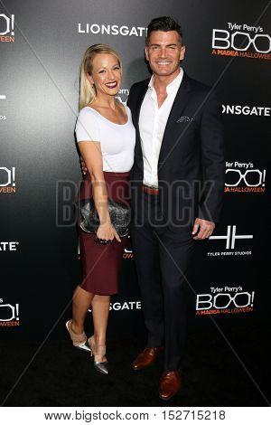 LOS ANGELES - OCT 17:  Amanda Clayton, Aidan Turner at the
