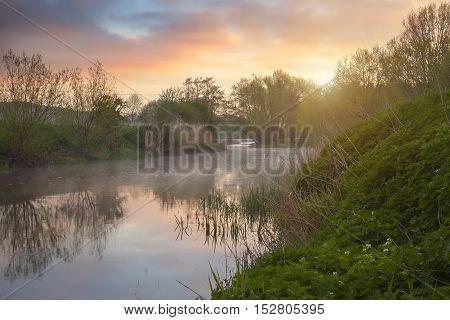 River Avon at dawn, Welford on Avon near Stratford upon Avon, Warwickshire, England.