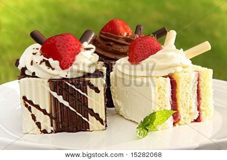 Summer chocolate and strawberry dessert cakes.