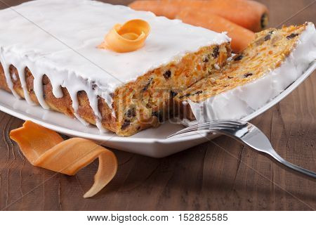 Carrot cake with raisins and cottage cheese.