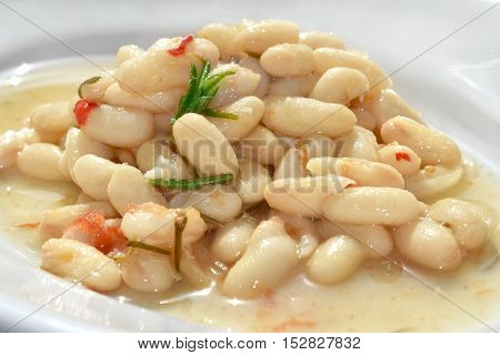 cannellini beans soup with fresh cherry tomato