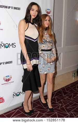 LOS ANGELES - OCT 20:  Gal Gadot, Isla Fisher at the The Moms Present a Screening of 'Keeping Up With the Joneses' at London Hotel on October 20, 2016 in West Hollywood, CA