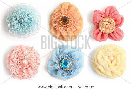 Seis flores hechas a mano de una variedad de Telas artesanales.