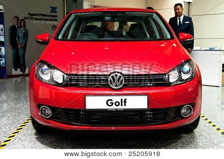 Volkswagen Golf Front View