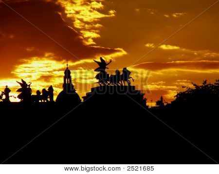 Riders Silhouettes In Vienna'S Sunset - Vienna