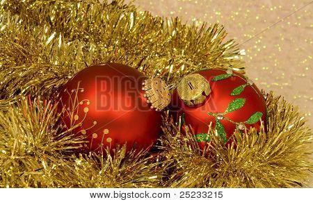 Red CHRISTMAS ORNAMENTS IN Lametta