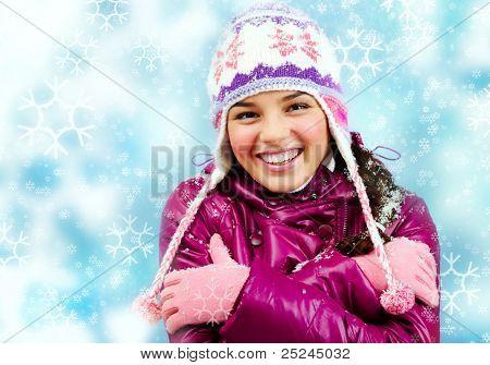 Smiling Girl, Blick in die Kamera zeigen, wie kalt sie ist