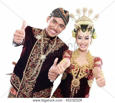 Happy Traditional Java Wedding Couple With Thumbs Up