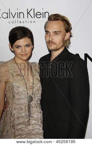 LOS ANGELES - JAN 28: Ginnifer Goodwin, Joey Kern at the Calvin Klein Collection & LA Nomadic Division 1st Annual Celebration For L.A. Arts Monthly + Art LA on January 28, 2010 in Los Angeles, CA