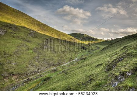 Dovedale Valley Uk Peak District