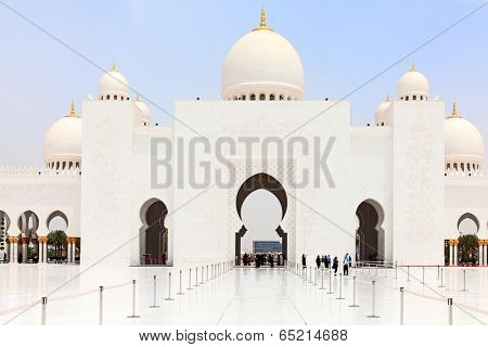 Famous Sheikh Zayed mosque in Abu Dhabi, United Arab Emirates