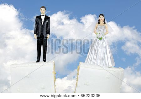 divorce couple on wedding cake