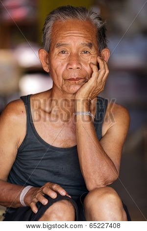 BAM MUANG PAM, THAILAND, NOVEMBER 22 : close portrait of an old Karen tribe man, Thai ethnicity, in the village of  Bam Muang Pam, north Thailand on November 22, 2012