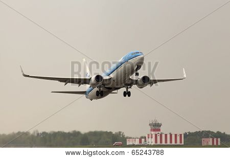 Departing KLM Royal Dutch Airlines Boeing 737-800 aircraft