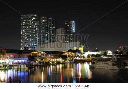 Marina Bayside de Miami à noite, Flórida