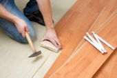 picture of laminate  - photo shot of Carpenter laying laminate floor - JPG