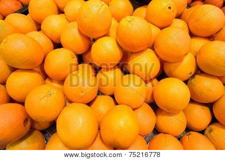 Citrus fruit on the supermarket stall