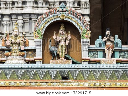 Lord Murugan Statue On Glorious Covered Walkway To Thiruvannamalai Temple.