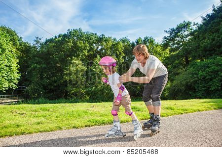 Complete beginner roller skating, her father helping her