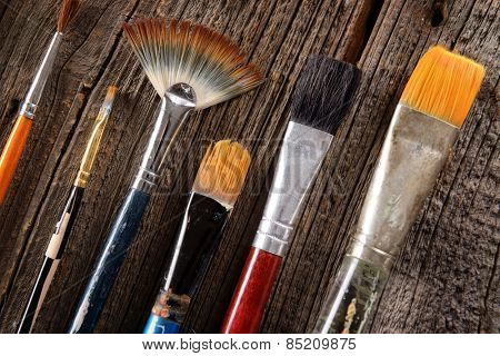 Paint brushes used by artists to create paintings