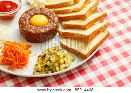tartare meat with egg yolk