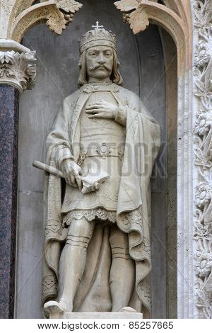ZAGREB, CROATIA - SEPT 26: Statue of St. Ladislaus the king on the portal of the cathedral dedicated to the Assumption of Mary and to kings Saint Stephen and Saint Ladislaus in Zagreb on Sept 26, 2013