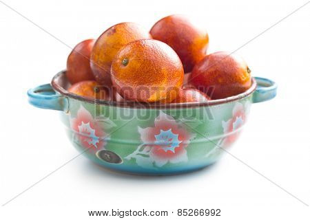 blood red oranges in bowl