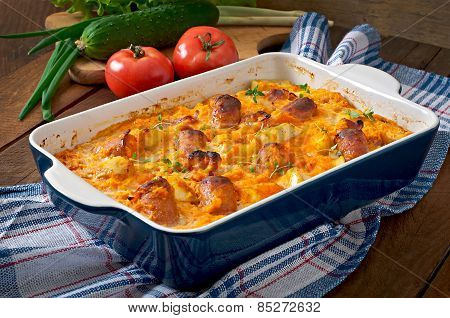 Casserole with sausage, bacon and apples in a pumpkin-cheese sauce